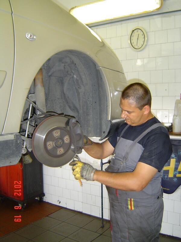 Gyurán András, autószerelő