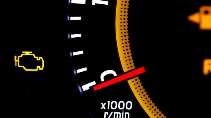 check engine lámpa folyamatosan világít